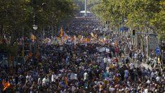 Multitudinaria manifestación en Barcelona contra el terrorismo (Foto: EFE)