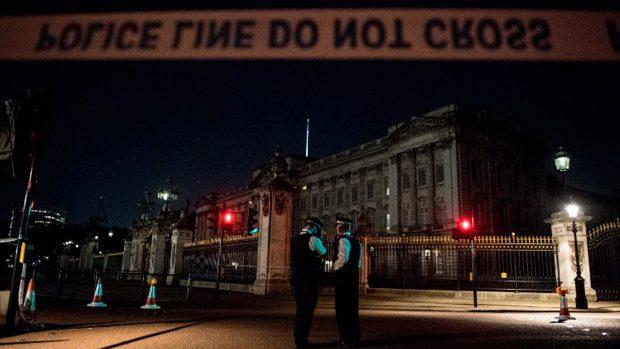 El Palacio de Buckingham acordonado tras el ataque. Foto: AFP