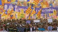 Plano de TV3 de la manifestación contra el terrorismo de este sábado en Barcelona.