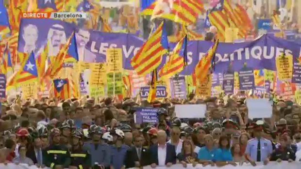 TV3 vende al mundo una realización de la manifestación al servicio del independentismo