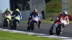 Dovizioso, Viñales y Rossi durante en Silverstone. (AFP)