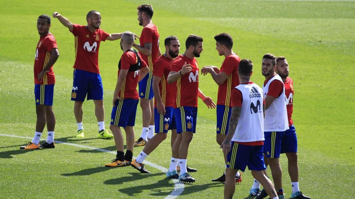 Los jugadores de la selección, en un entrenamiento. (EFE)