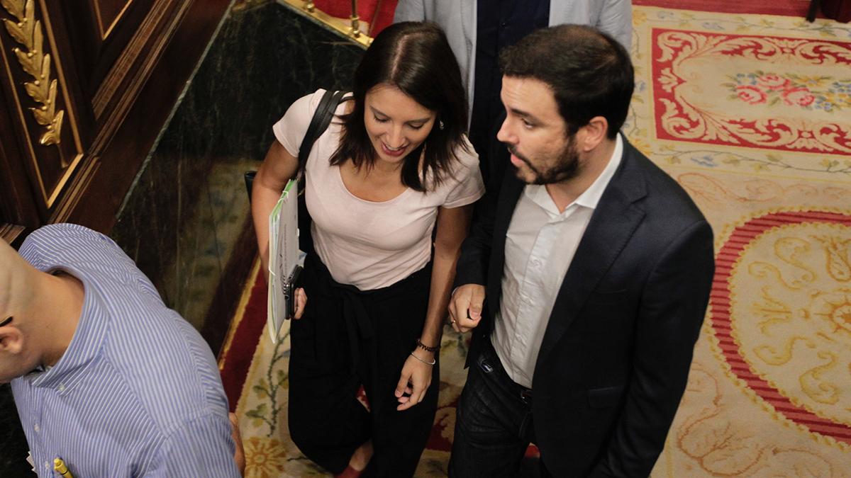 Alberto Garzón e Irene Montero llegando al Congreso en una imagen de archivo. (Foto: Francisco Toledo)