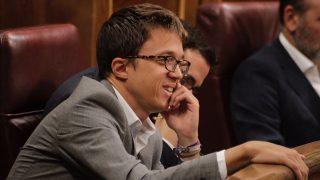 Íñigo Errejón atento durante una sesión en el Congreso. (Foto: Francisco Toledo)