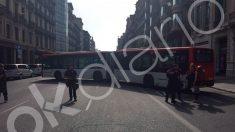 Un autobús bloquea una calle de Barcelona por orden de Colau.