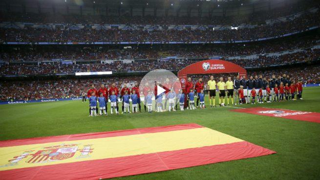 El Santiago Bernabéu vibró con el himno de España