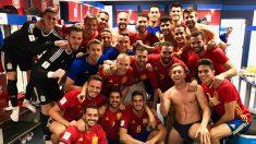 Los jugadores, celebrando la victoria ante Italia.