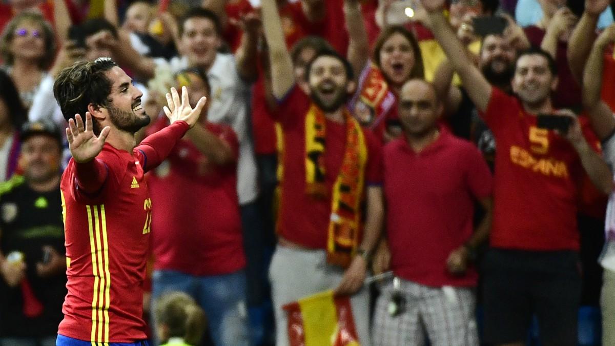 Isco celebra uno de sus goles a Italia. (AFP)