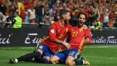 Isco y Sergio Ramos celebran el 1-0 ante Italia. (Getty)