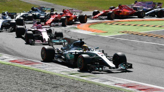 Hamilton se pone líder en la casa de Ferrari y Alonso vuelve a abandonar