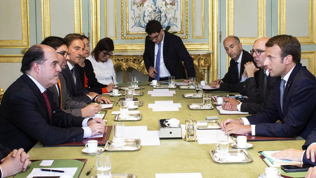 Emmanuel Macron recibió a Julio Borges en París (Foto: AFP)