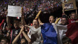 Un grupo de fans de uno de los participantes en la final europea de 'League of Legends', el viodejuego más popular. Foto: AFP