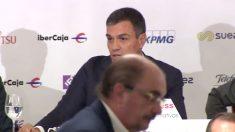 El presidente, Pedro Sánchez, con el aragonés Lambán en primer plano.
