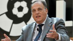 Javier Tebas durante una charla de LaLiga. (AFP)