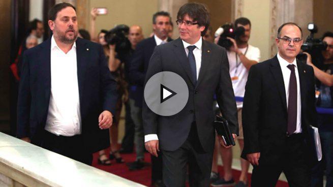 Puigdemont obliga a los alcaldes catalanes a ceder locales para el referéndum ilegal del 1-O