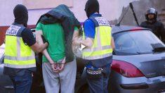Imagen de archivo de una detención en Melilla (Foto: AFP)