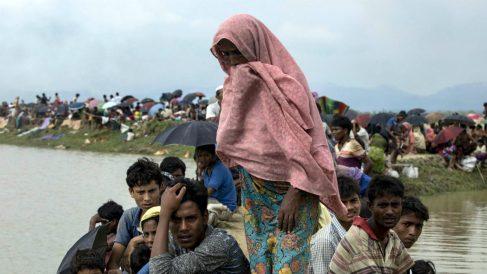 Cientos de miles de rohingyas han huido a Bangladesh en el último mes por su persecución en Birmania. (AFP)