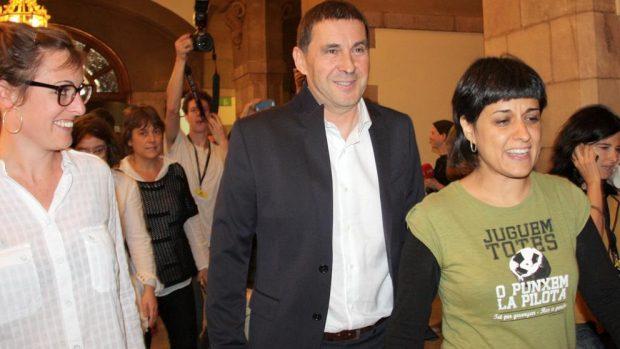 Los 'cachorros' de la CUP amenazan con pegar un tiro en la frente al Rey y a Rajoy