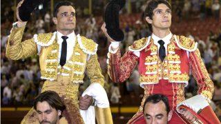 Paco Ureña y Sebastián Castella salen a hombros en Murcia (Foto: Efe).