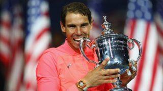 Nadal posa con el trofeo de campeón del US Open. (AFP)