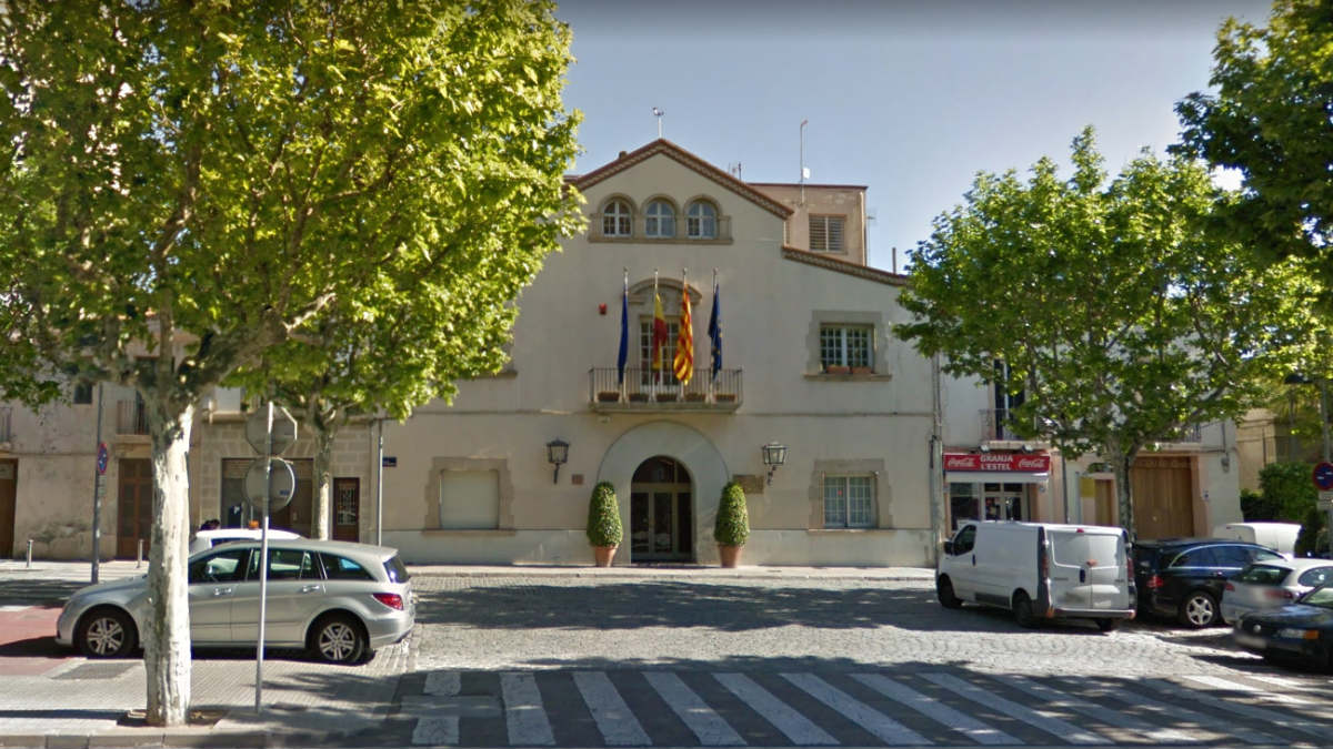 Fachada del Ayuntamiento de Esplugas de Llobregat (Barcelona).