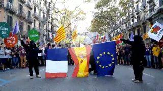 Arran quema la bandera de España