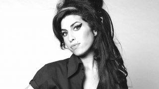 Tal día como hoy, la cantante Amy Winehouse nació en la capital británica.