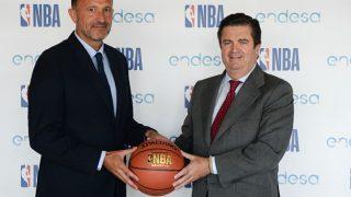 Borja Prado, Presidente de Endesa, (dcha.) y Chus Bueno, Vicepresidente de Desarrollo de Negocios de Baloncesto de la NBA para EMEA (Foto:endesa)