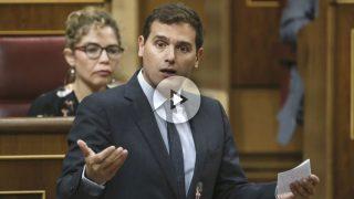 El líder de Ciudadanos (Cs), Albert Rivera, durante su intervención hoy en la sesión de control al Gobierno en el Congreso de los Diputados (Foto: Efe)