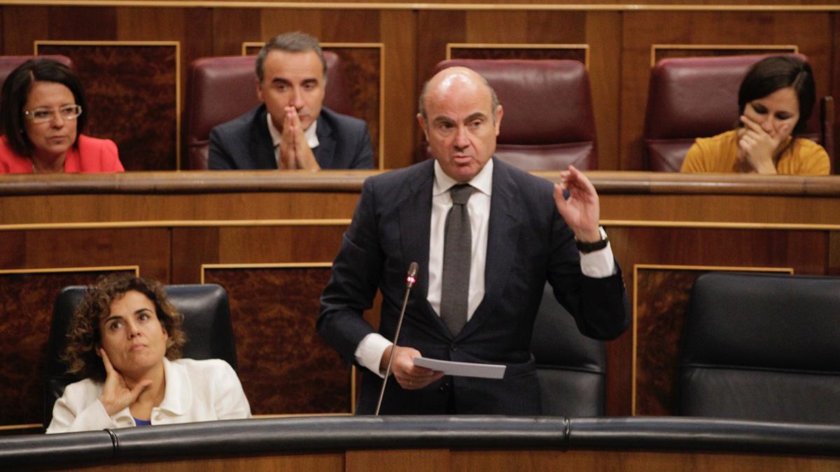 Luis de Guindos, Ministro de Economía, interviene en el Congreso. (Foto: Francisco Toledo)
