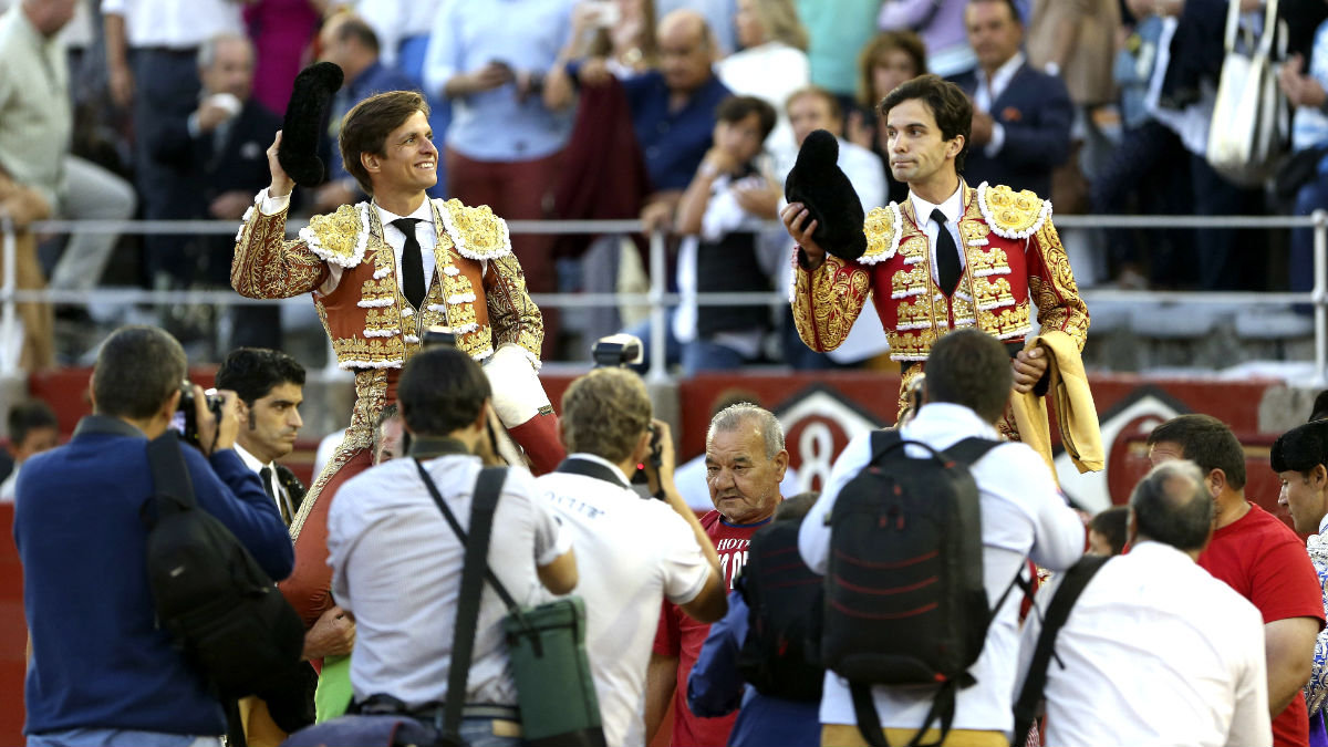 El Juli y Juan del Álamo salen a hombros en Salamanca (Foto: Efe).