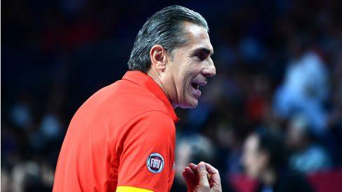 Sergio Scariolo da órdenes desde el banquillo en un partido de España. (AFP)