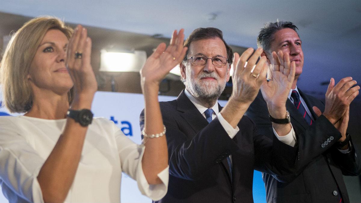 Cospedal con Rajoy y Albiol (Foto: EFE)