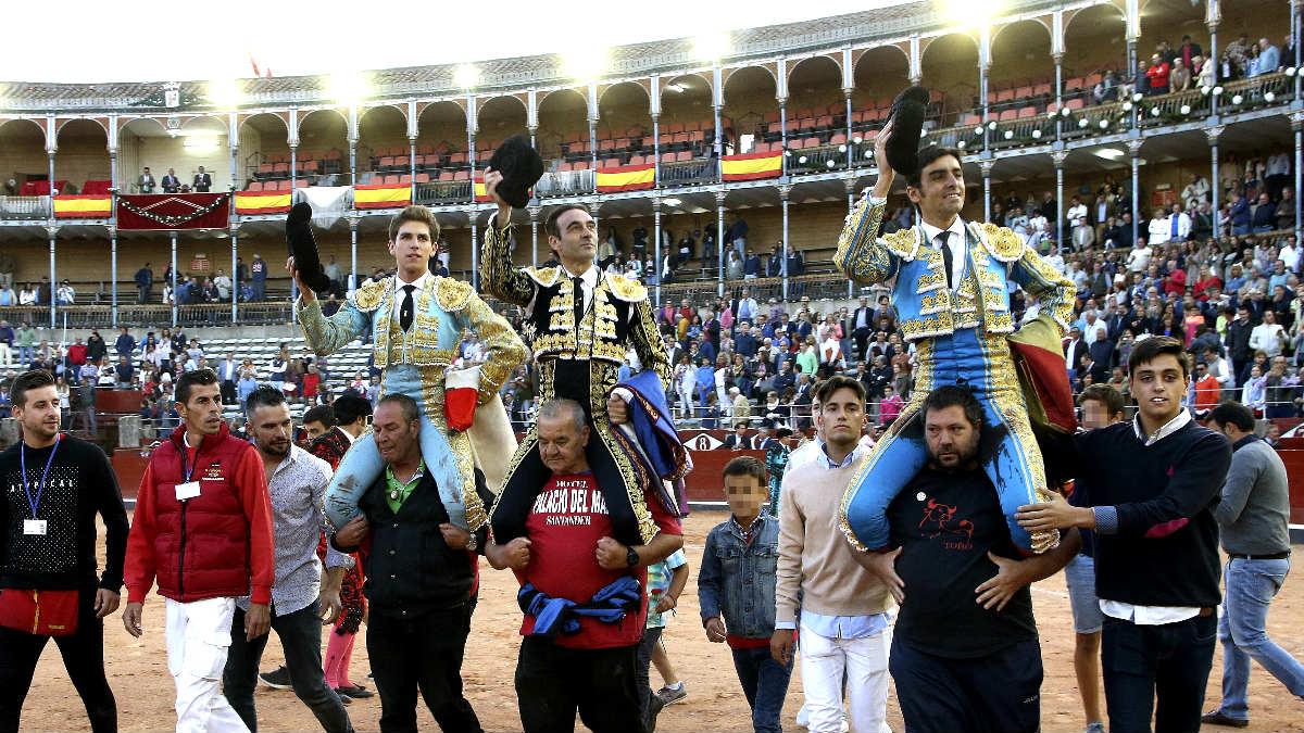 Marín, Ponce y Perera salen a hombros en Salamanca (Foto: Efe).