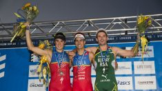 Mario Mola se proclama campeón del mundo de triatlón. (AFP)