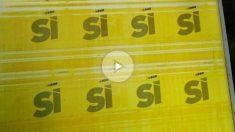 """Fotografía faciltiada por la Guardia Civil que ha intervenido en una empresa de Sant Adrià de Besòs (Barcelona) varias planchas para imprimir carteles institucionales de apoyo al referéndum del 1 de octubre, así como otra plancha para hacer carteles por el """"sí"""" en la consulta. Foto: EFE"""