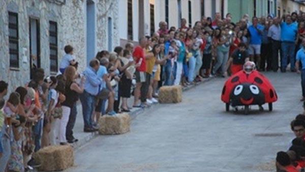 Dos heridos graves, entre ellos un niño, en una carrera de 'autos locos' en Orellana la Vieja (Badajoz)