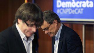 Carles Puigdemont y Artur Mas en una reunión del PDeCAT. (Foto: EFE)