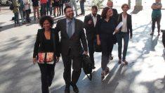 Celia Mayer y Carlos Sánchez Mato a su llegada a los juzgados de Plaza de Castilla. (Foto: Francisco Toledo)