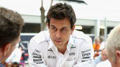 Toto Wolff se ha mostrado elegante tras la victoria de Mercedes en Singapur tratando de animar a sus rivales de Ferrari. (Getty)