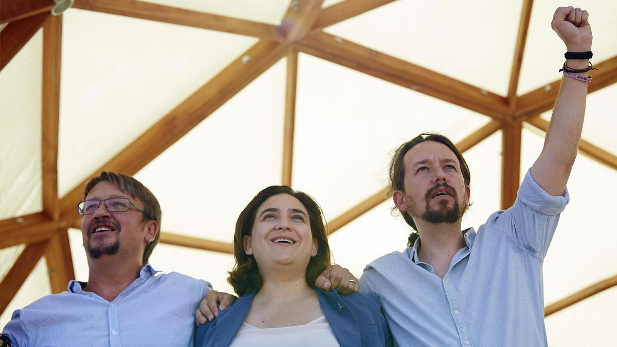 Xavier Domènech, Ada Colau y Pablo Iglesias. (Foto: EFE)