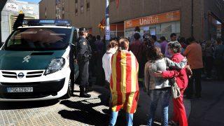 GUARDIA CIVIL INCAUTA DOCUMENTACIÓN DEL CENSO DEL 1-O EN UNIPOST DE TERRASSA