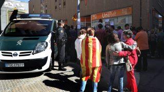 Guardia Civil en las instalaciones de Unipost. Foto. EFE)