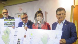 Dolors López, portavoz del PP en el Ayuntamiento junto a otros concejales