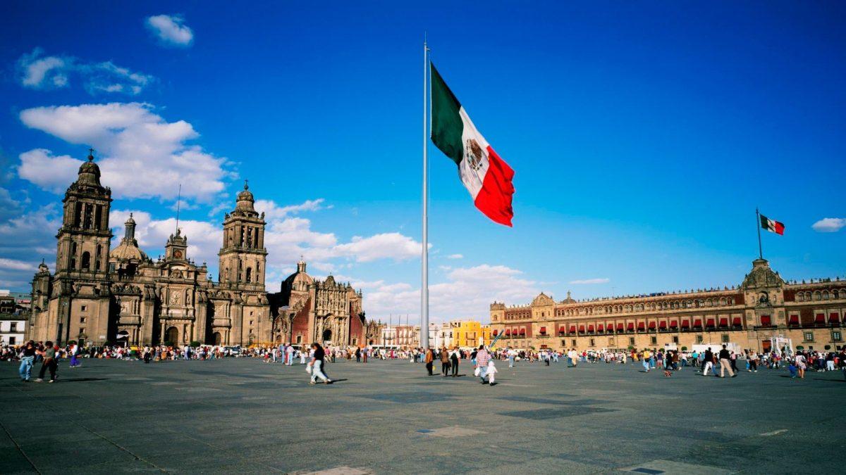 Bandera de México ondeando (Foto. Flickr)