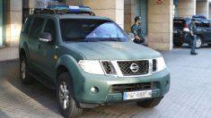 Agentes de la Guardia Civil en Cataluña. (Foto: EFE)