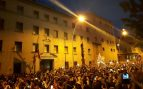 El cuartel de la Guardia Civil de Manresa cercado por un millar de independentistas