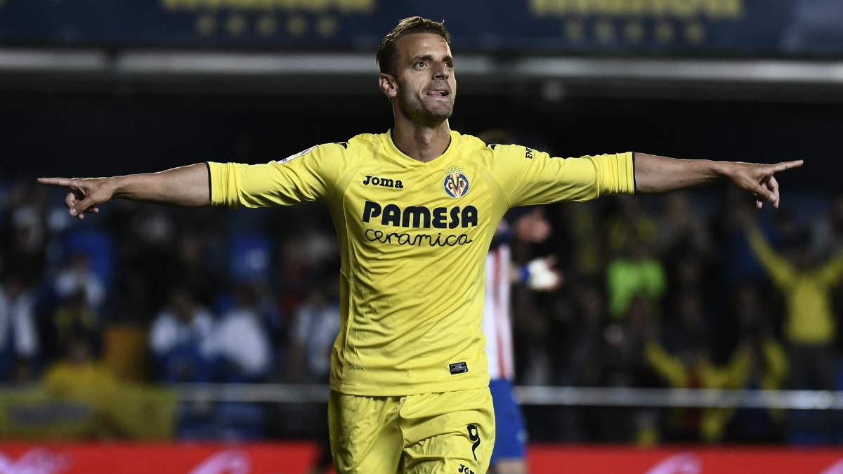 Roberto Soldado celebra un gol con el Villarreal la pasada temporada. (AFP)