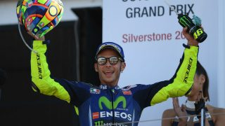 Valentino Rossi va a hacer saltar todos los plazos médicos volviendo a subirse sobre su Yamaha poco más de 20 días después de francturarse la tibia y el peroné. (Getty)