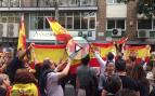 """Un millar catalanes se manifiestan frente a la ANC: """"No nos engañan Cataluña es España"""""""